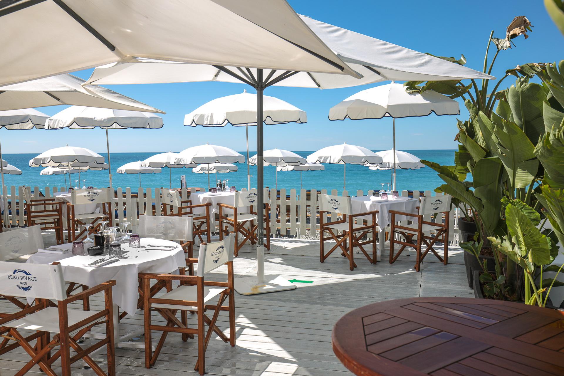Déjeuner face à la mer